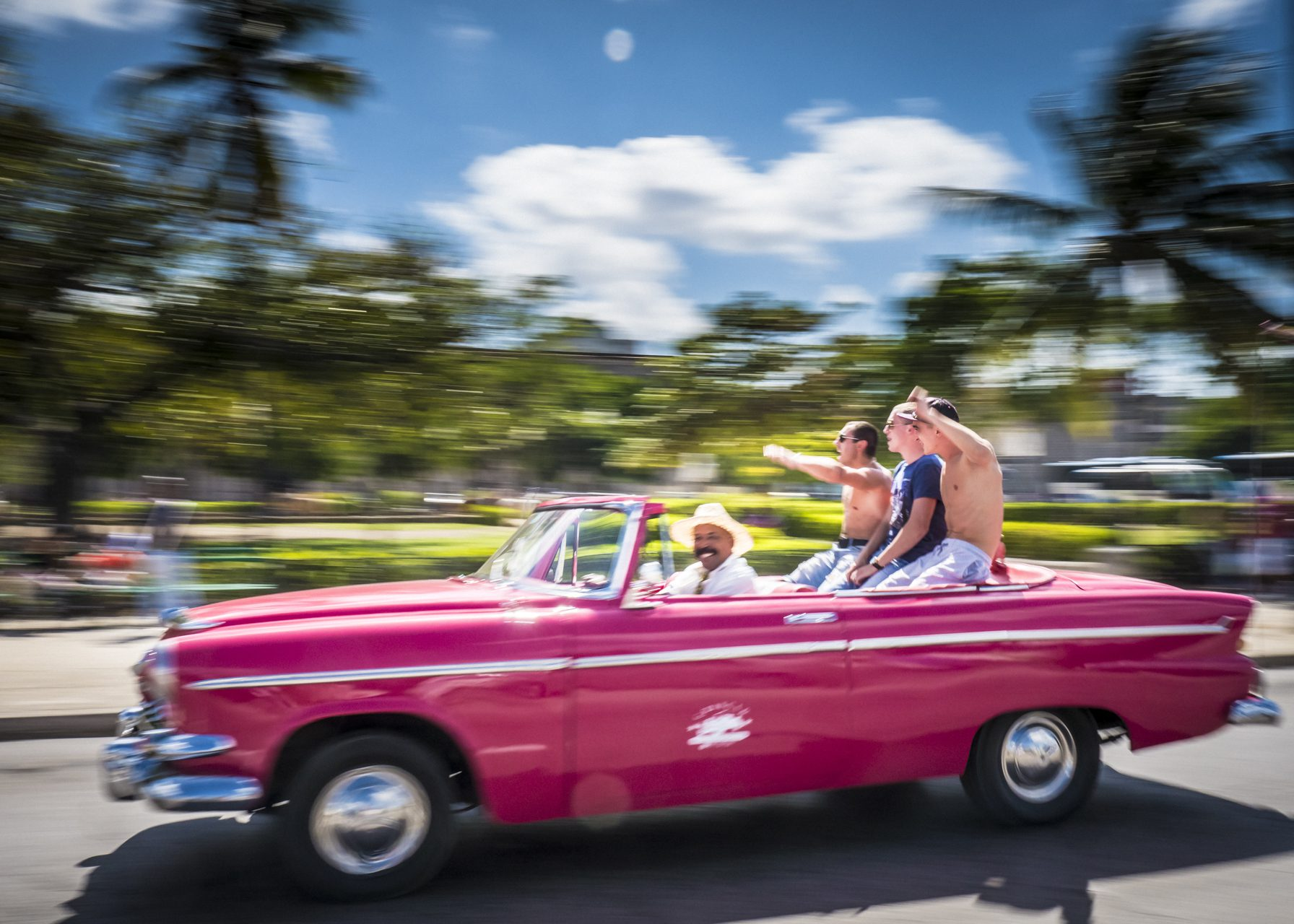 Taxi in Pink in Havanna