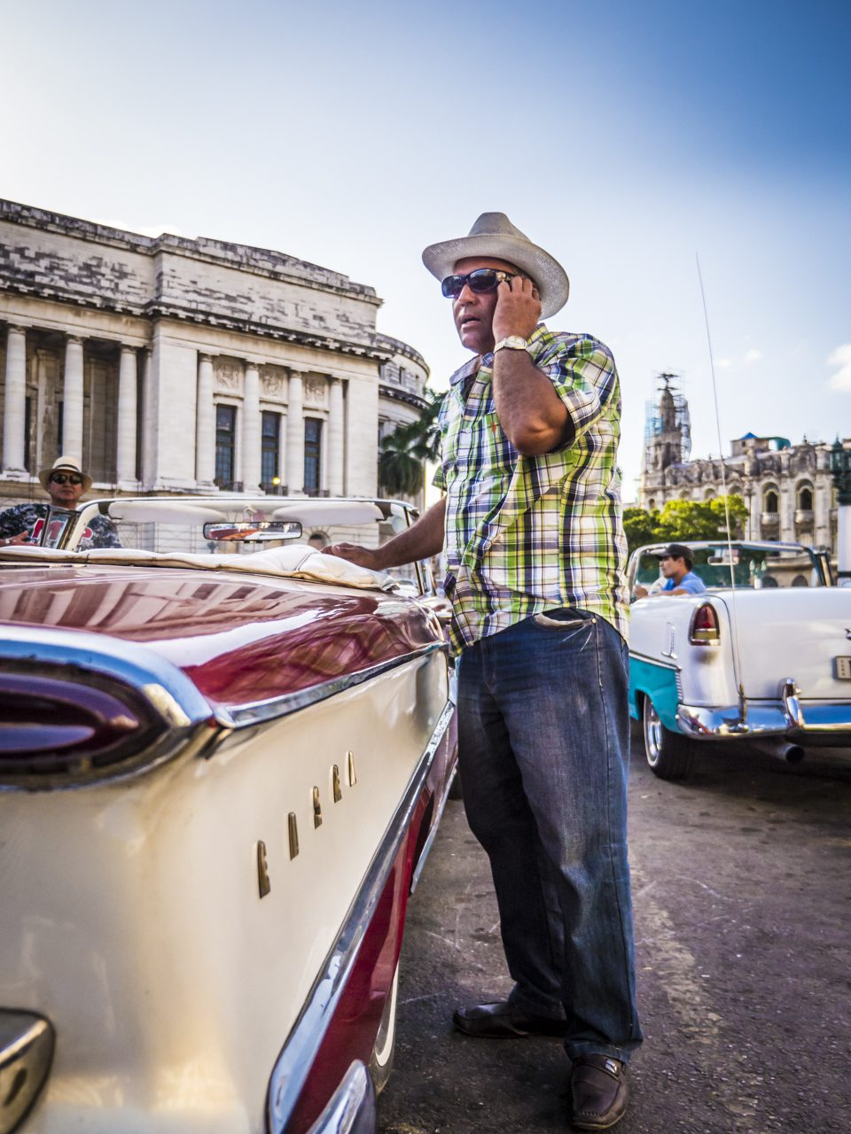 Oldtimer-Taxis am Capitol, Havanna.