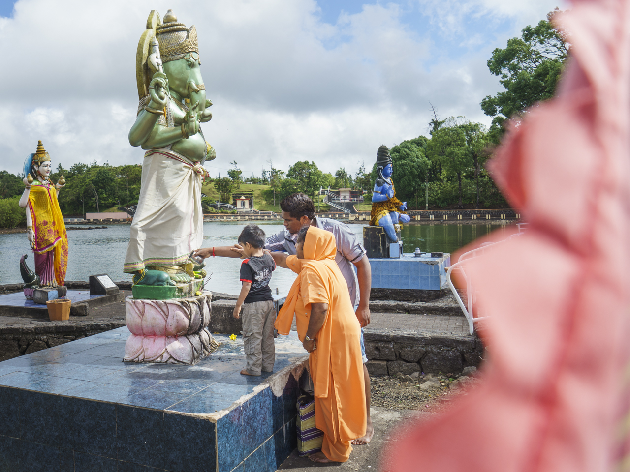 Ganga Talao, wichtigstes Hindu-Heiligtum von Mauritius am Rand eines Kratersees